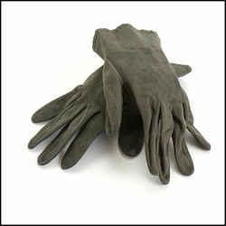 Rdc10683 Authentic Chanel Dark Green Suede Gloves