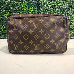 LOUIS VUITTON TROUSSE TOILETTE 23 MONOGRAM