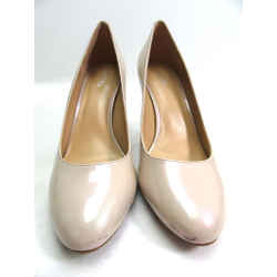 Michael Kors Pearlized Patent Leather Beige Pumps