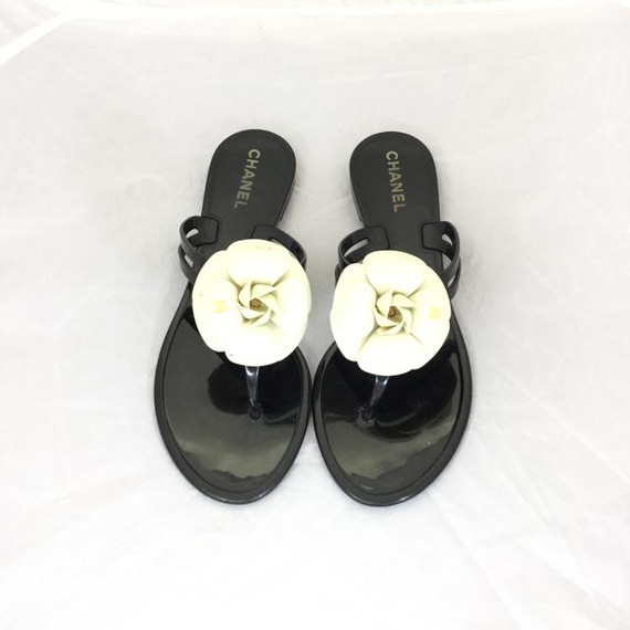 Chanel Camilla Flower Jelly Thong Sandals. Size 39