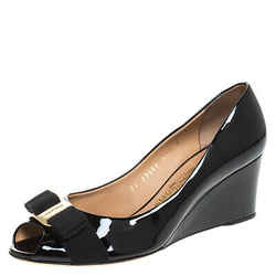 Salvatore Ferragamo Black Patent Leather Sissi Bow Peep Toe Wedge Pumps Size
