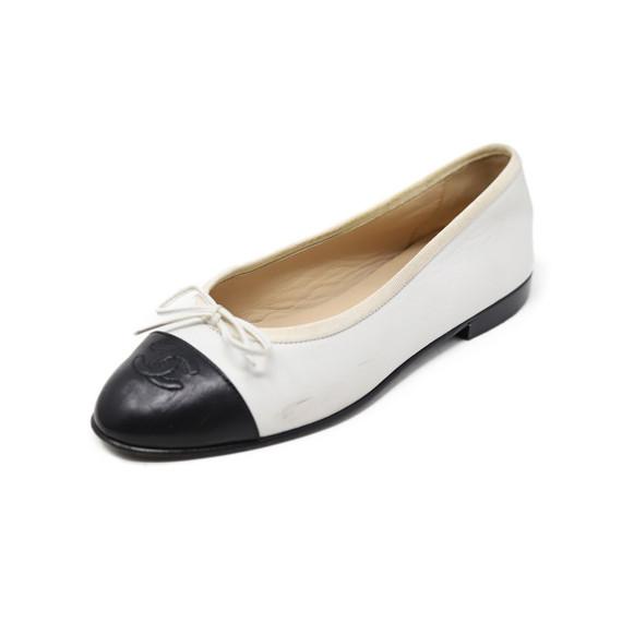 Chanel White Black Lambskin Leather Flats Sz 36