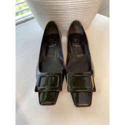 Roger Vivier Size 38.5 Flats