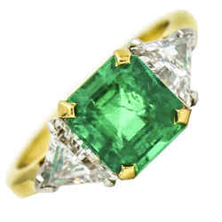 Emerald and Diamond Ring in 18k Yellow Gold ( 3.45 ct tw )
