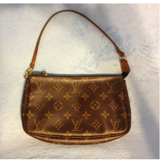 LAST REDUCTION!! Louis Vuitton Monogram Pochette
