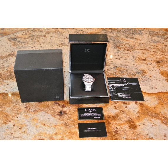 Stunning EUC Chanel Ceramic Watch w/ box and Authenticity Cards