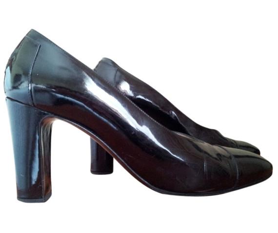 Authentic Vintage CHANEL Black CC Logo Patent Leather Pumps