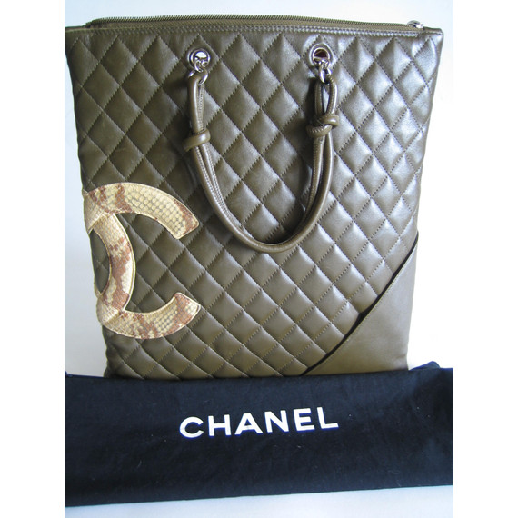 CHANEL AUTHENTIC GREEN PYTHON QUILTED TOTE HANDBAG