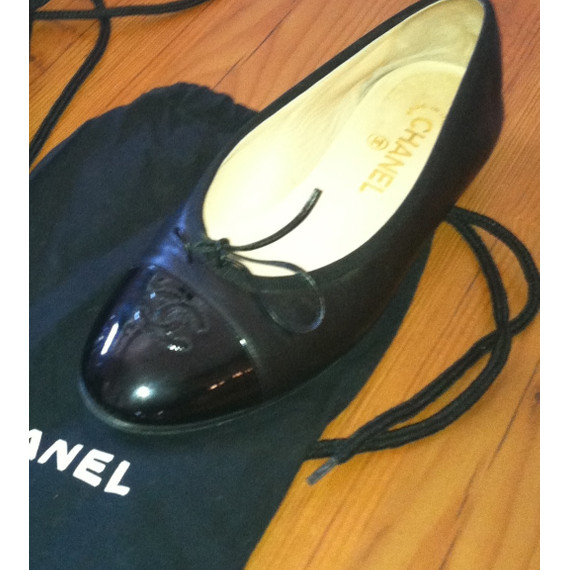Chanel ballet flats with cap toe