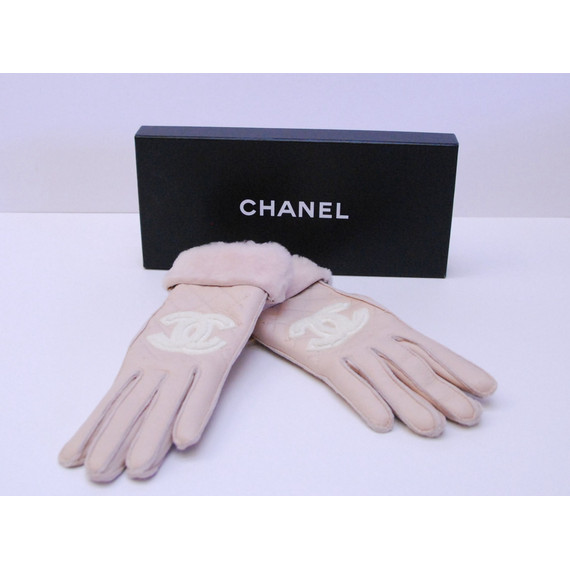 Authentic CHANEL Pink Leather Quilted and Fur Gloves w/ CHANEL CC Logo
