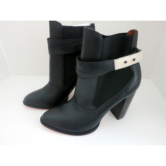 NEW Elizabeth & James Black Solar Ankle Boots Booties