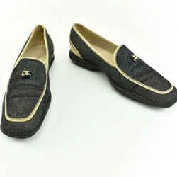 "CHANEL: Denim Blue & ""CC"" Logo Medallion, Loafers/Flats Sz: 9M"