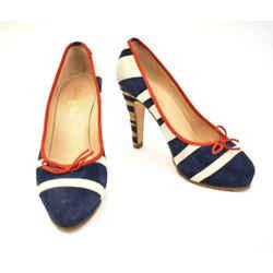 "CHANEL: Blue/Off-White, Leather & ""CC"" Logo ""Runway"" Heels/Pumps Sz: 9M"